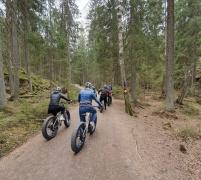 Fat-bike ryhmä Nuuksion poluilla